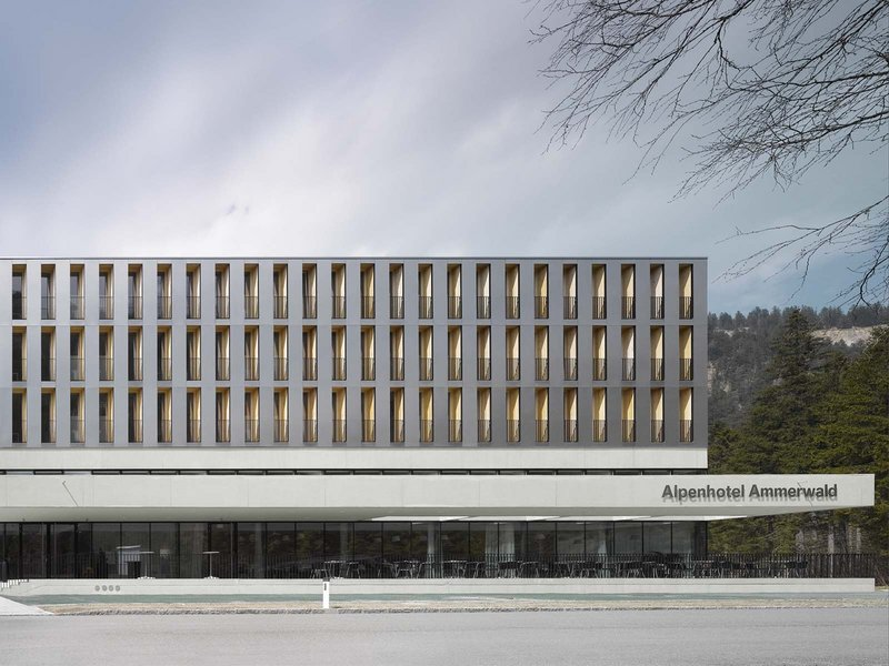 Oskar Leo Kaufmann / Albert Rüf: Alpenhotel Ammerwald, BMW Group - best architects 11