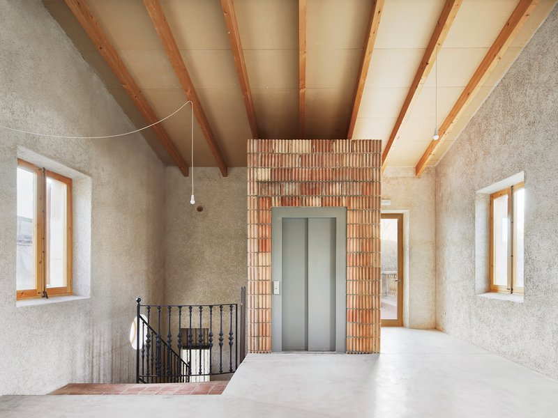 AULETS ARQUITECTES: Renovation of an oenological station - best architects 19 in gold