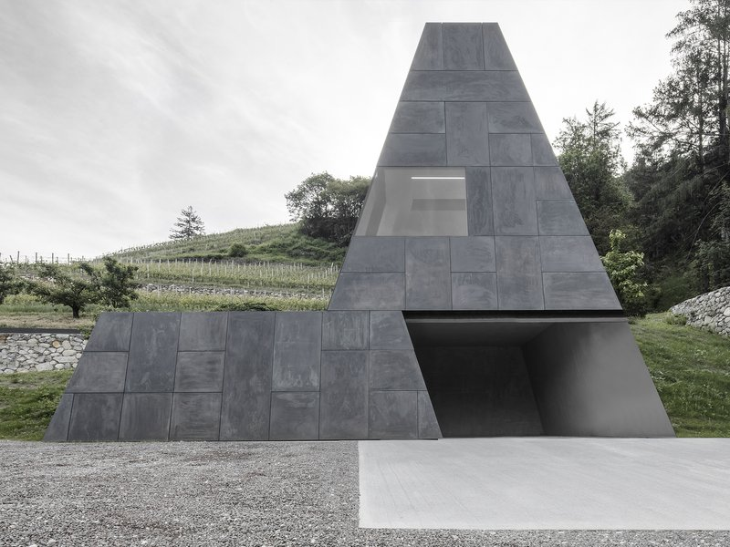 bergmeisterwolf architekten: Growing out - Hotel Pacherhof new cellar  - best architects 20