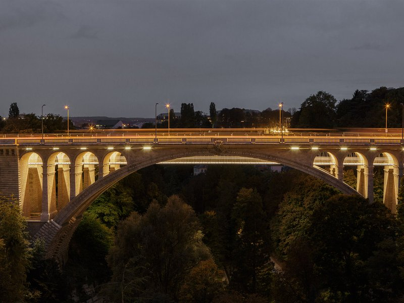 CBA Architects: Pedestrian and cycle footbridge under the historical bridge »Pont Adolphe« - best architects 20 gold