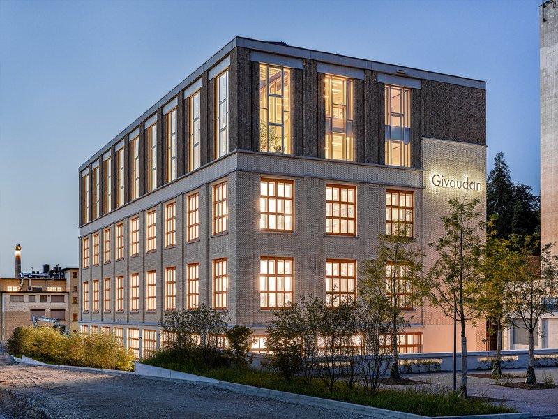 Ernst Niklaus Fausch Partner : 1931, 1940, 2019 – Eine Geschichte der Aufstockung – Bürogebäude Givaudan  - best architects 21