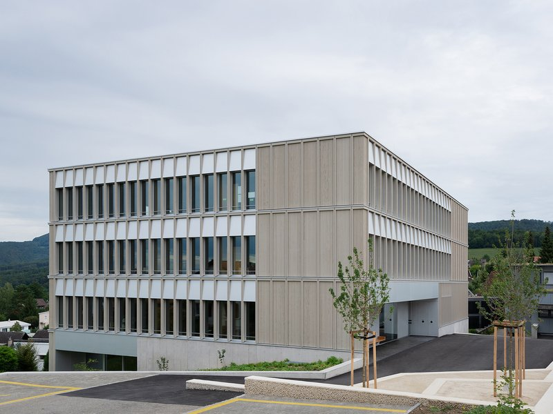 Brandenberger Kloter Architektenpartner: Primarschule Pfeffingen - best architects 21