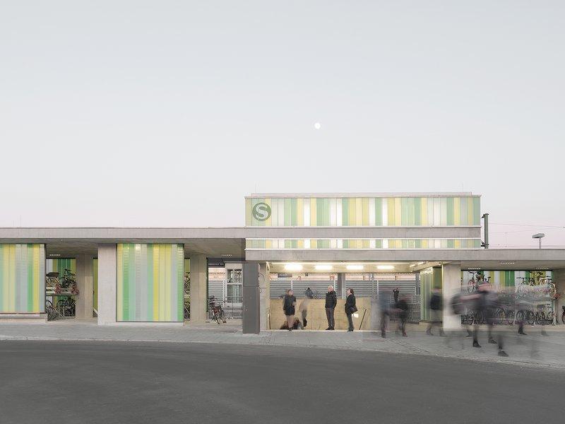 Pool Leber Architekten: Bahnhofsplatz München-Allach  - best architects 21